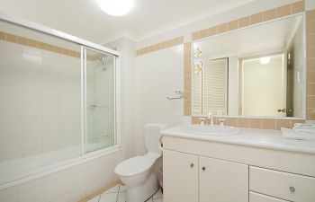 Broadwater-Apartments-Labrador-10