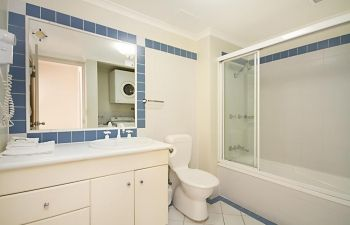 Broadwater-Apartments-Labrador-12