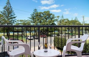 Broadwater-Apartments-Labrador-21