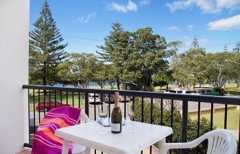 Broadwater-Apartments-Labrador-22