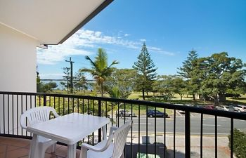 Broadwater-Apartments-Labrador-4