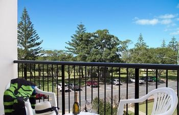 Broadwater-Apartments-Labrador-47