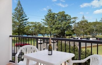Broadwater-Apartments-Labrador-49